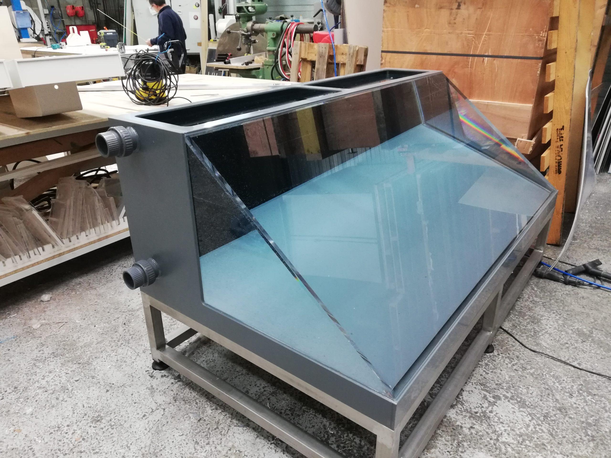 Aquarium plexiglas avec face incliné